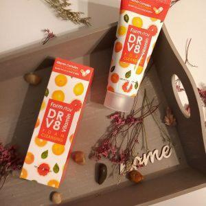 Pianka do mycia twarzy FarmStay DR-V8 Vitamin Foam Cleansing 2