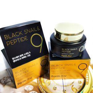 Krem odmładzający z mucyną czarnego ślimaka i peptydami FarmStay Black Snail & Peptide 9 Perfect Cream 2