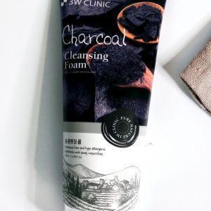 Pianka oczyszczająca do twarzy z węglem drzewnym 3W Clinic Charcoal Foam Cleansing 1