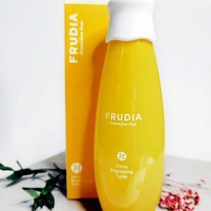 Rozjaśniający tonik z cytrusami dla blasku Frudia Citrus Brightening Toner 1