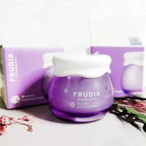 Nawilżający krem do twarzy z sokiem z jagód Frudia Blueberry Hydrating Cream 1