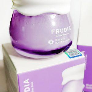 Nawilżający krem do twarzy z sokiem z jagód Frudia Blueberry Hydrating Cream 4